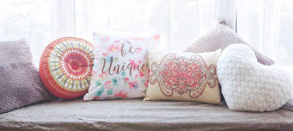 Window seat decor with cushions
