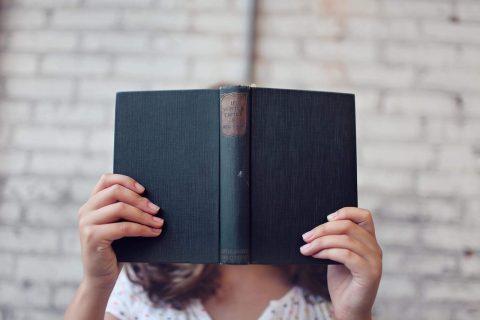 blur-book-girl-hands-373465